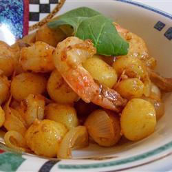 Молодой картофель с креветками